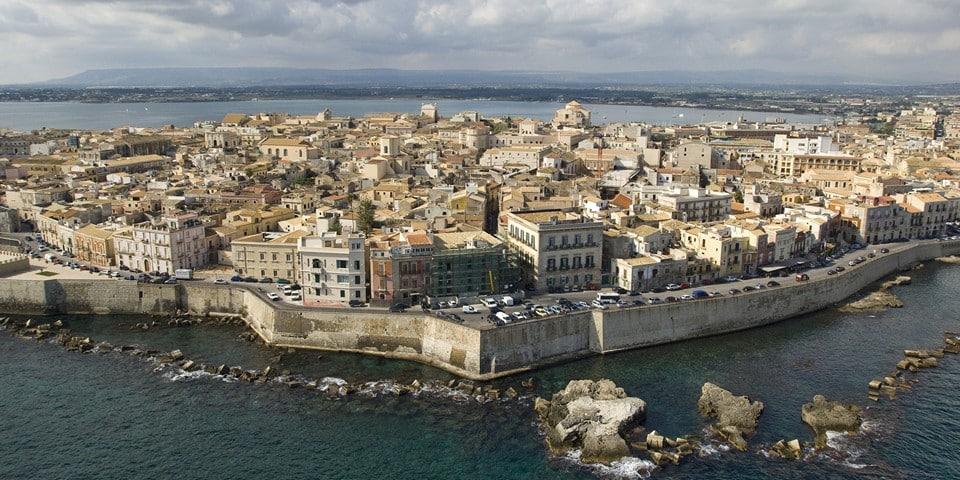 Сиракузы — обольстительная ветхость античности Сицилии